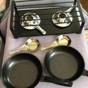 Personal frying pan fondue set